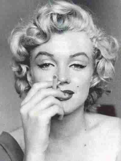 Marilyn Monroe - umrla od tableta a možda je i ubijena